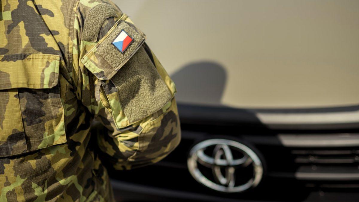 Armáda ČR teď jezdí v Hiluxech. Nahradila 60 let staré vozy